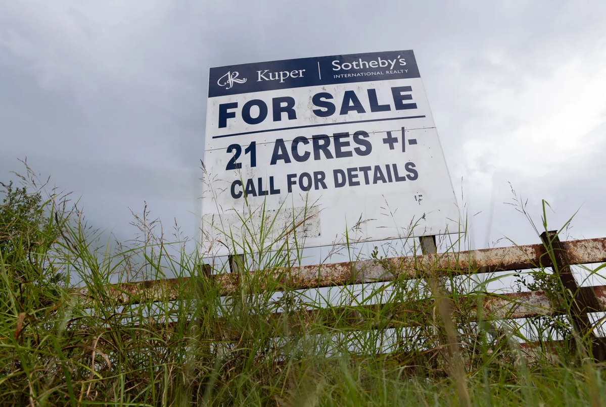 Sign On A Fence Post Advertising 21 Acres For Sale